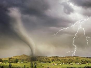 lightning-and-tornado-hitting-village-14460.115727